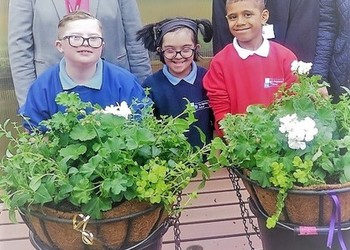 Pupils with Green Fingers